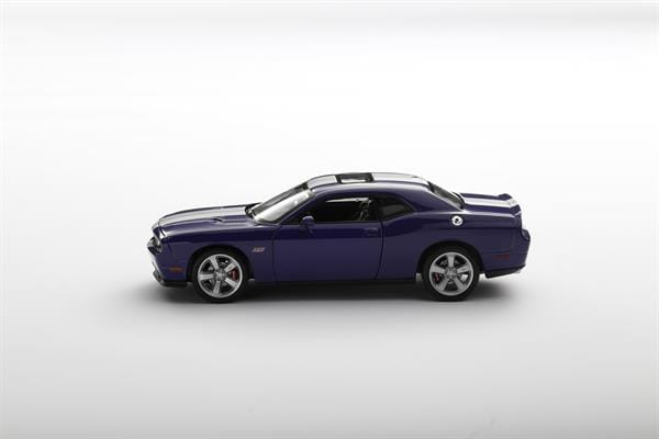 Welly_Dodge_Challenger_SRT_violett_124_2.jpg