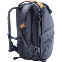 Everyday_Backpack_20L_v2_blue_BEDB_20_MN_2_traeger_offen_a.png