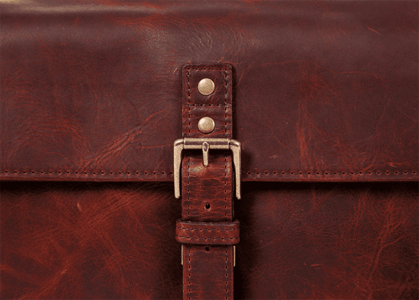 ona_bowery_bordeaux_detail_schnalle.png